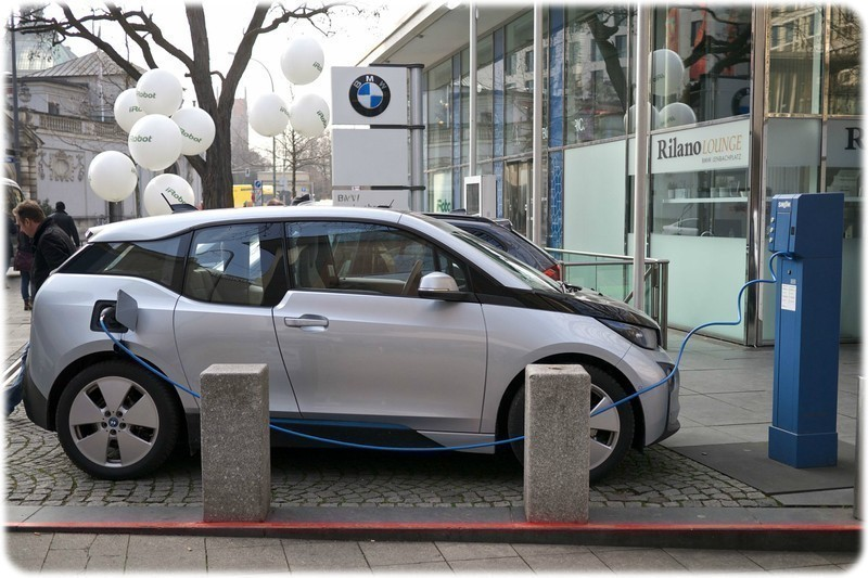 Ford_BMW_Daimler_and_VW_want_a_better_European_Charging_Network_BMW_i3_electric_car_charging
